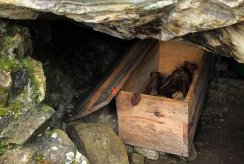 Mumi Api Kabayan berada dalam peti.