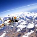 Manusia Terjun dari Luar Angkasa ke Bumi?