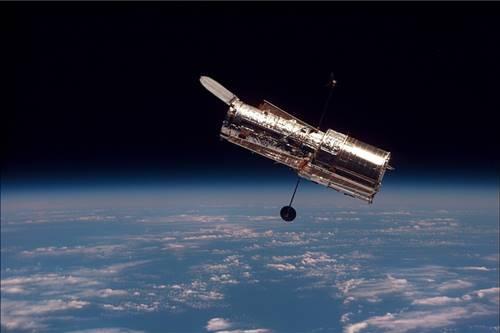 Teleskop Hubble yang beroperasi di Antariksa