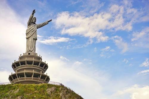 Patung Yesus Tertinggi di dunia ada di Sulawesi Indonesia