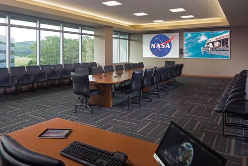 Ruangan kantor NASA yang sedang sepi tanpa penghuni
