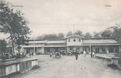Sejarah Indonesia : Stasiun Bandung di Tahun 1940-an