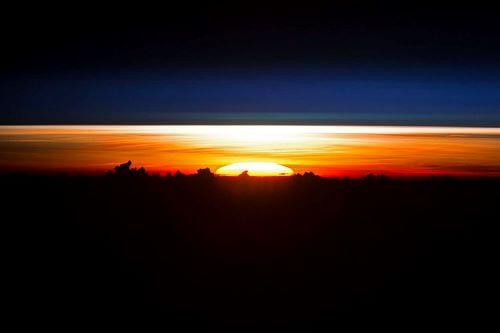 Sunrise di Laut Filipina-Tempat Terindah di Bumi