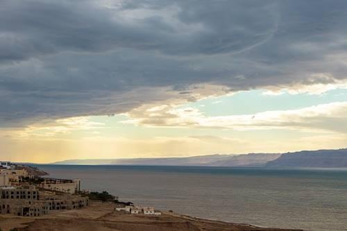 Laut mati ternyata sebuah danau dengan air yang tenang