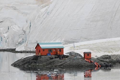 Gambaran wilayah es dan wilayah kering di antartika