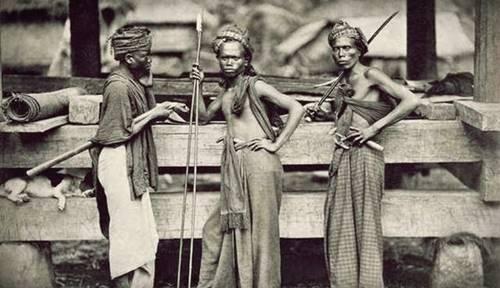 Foto masyarakat di pulau Sumatera yang di duga masyarakat kanibal dalam sejarah indonesia
