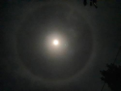 Lingkaran bulan akan tampak sama di seluruh dunia