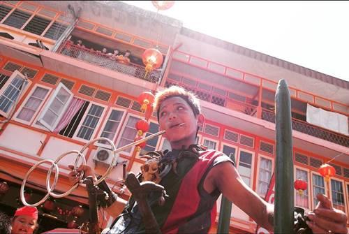 Salah satu peraga dalam tradisi Tatung di Singkawang
