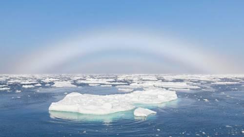 Pelangi putih tanpa warna  sebuah fenomena atmosfer yang indah