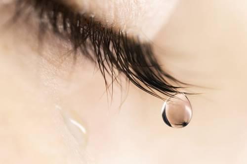 Air mata akan melayang di luar angkasa dalam bentuk utuh