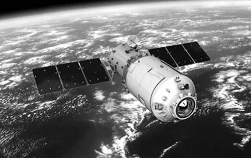 Satelite sedang mengelilingi Bumi