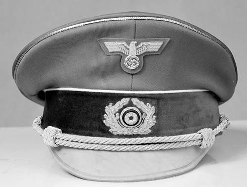 topi Adolf Hitler sang pemimpin NAZI