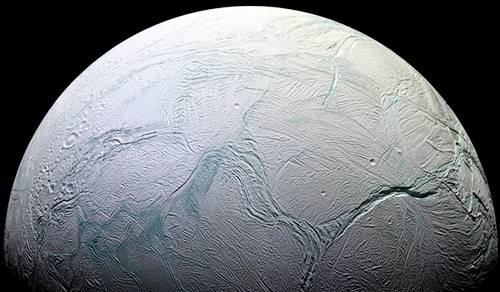satelit alami Enceladus yang diduga ada kehidupan di dalamnya