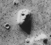 gambar wajah di Mars terjadi karena Pareidolia dan primary visual cortex, begitu juga fenomena orbs