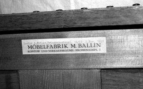 Meja kerja Hitler dilelang hingga 13 Miliar