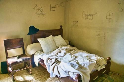 kamar Issac Newton tempat merumuskan teori-teorinya