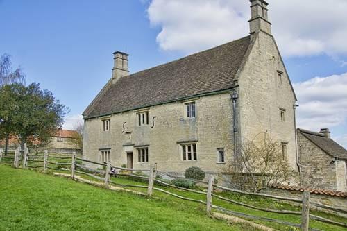 rumah Issac Newton dan orangtuanya