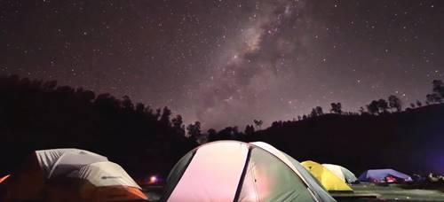 suasana malam Ranu kumbolo bisa melihat bintang