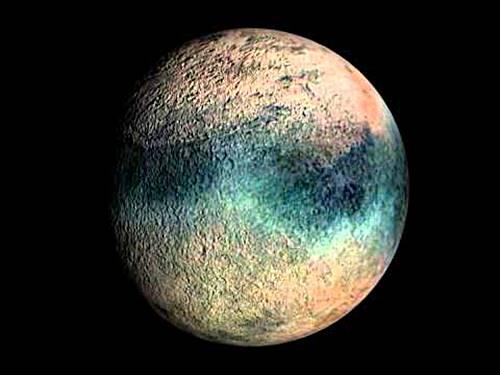 Satelit Triton yang mengorbit planet Neptunus