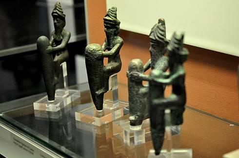Empat patung tembaga dewa-dewa Mesopotamia