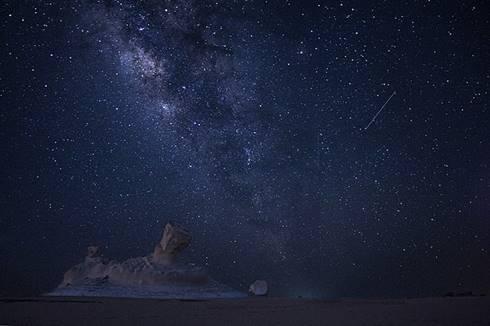 Hujan meteor Perseid tahun 2017 terlihat dari Gurun Putih, Mesir