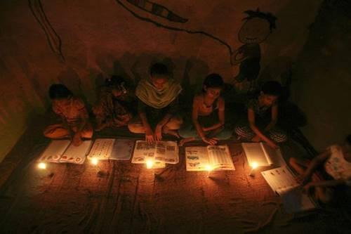ilustrrasi hidup tanpa listrik karena sedang terjadi badai matahari