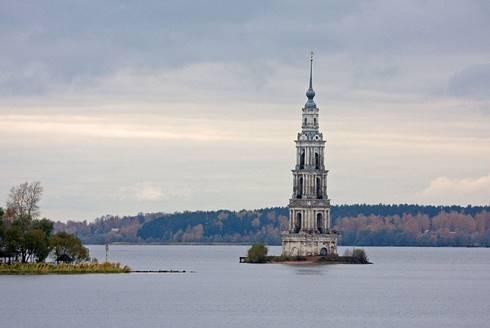Menara lonceng gereja Saint Nicholas di Kalyazin, Rusia