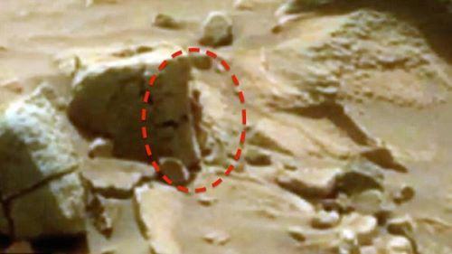 Orang Mini di Mars - Objek Aneh