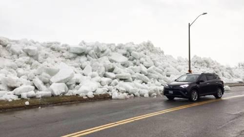 tsunami es di Amerika membuat bongkahan es memenuhi bibir pantai