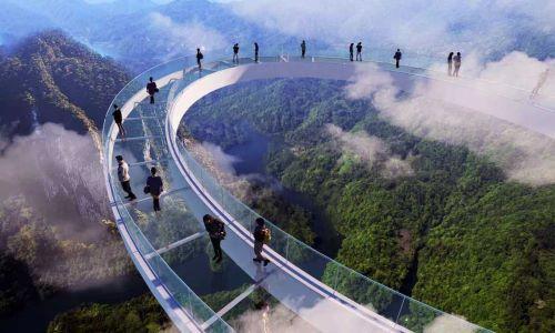 Koridor Kaca  di Atas Awan Huangtengxia China