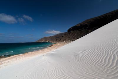 Gurun pasir putih dari atas Pantai Delisha