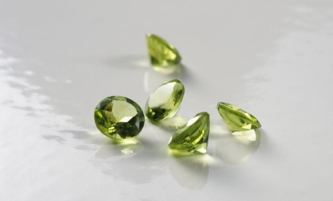 Peridot, permata hijau berkilau