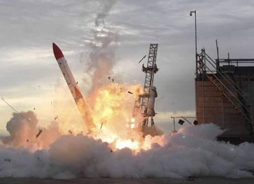Roket Luar Angkasa terbang dengan 4 kekuatan utamanya