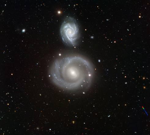 Dua galaksi berbentuk spiral (Wikipedia)