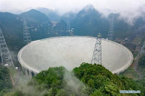 Five-hundred-meter Aperture Spherical Telescope yang masih dalam proses pembangunan tahun 2015. (Wikipedia). 10 Teleskop Canggih yang akan Mengubah Pandangan Manusia Terhadap Antariksa