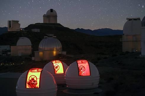 Teleskop ExTrA di La Silla. (ESO via Flickr)