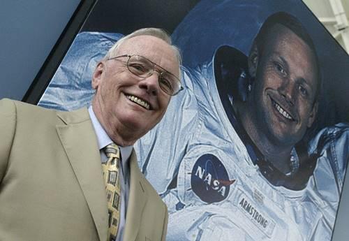 foto portrait Astronot Neil Amstrong sebelum meninggal di tahun 2012