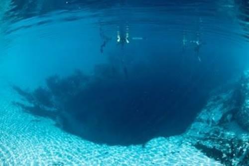 Great Blue Hole tempat indah di Bumi tapi menyeramkan di pesisir belize