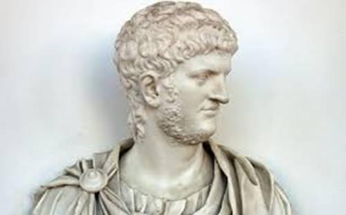 gambar patung kaisar Nero kaisar Romawi kuno yang memiliki kebiasaan aneh