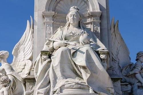 Ratu Inggris Victoria menjadi sebuah patung