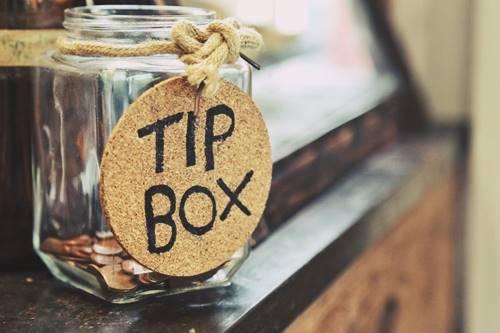 ilustrasi gambar tip box untuk uang tip