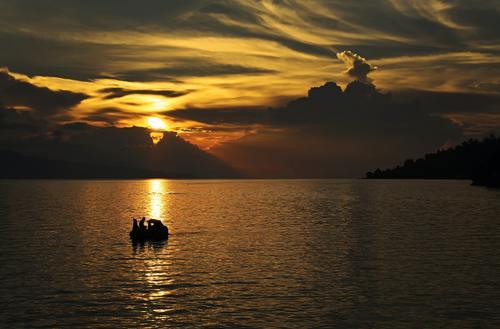 Danau Toba, Kisah mistis danau toba