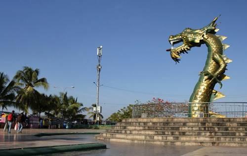 Patung Naga Hijau keunikan di sekitar Bau Bau Sulawesi Selatan
