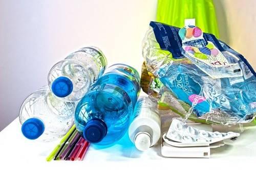 Plastik dengan bahan yang lebih aman dan ramah lingkungan akan hadir di 2025