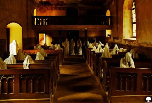 gereja tua Lukova menjadi seram saat malam hari