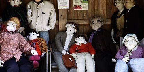 keluarga Boneka di Nagoro Jepang seram juga ya