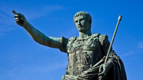 Julius Caesar Dewa Romawi